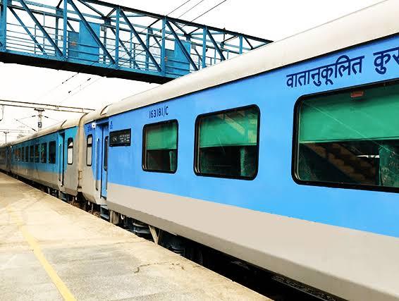 خصوصی ٹرینوں میں 1200 کی بجائے 1700 مسافر سوارہوں گے