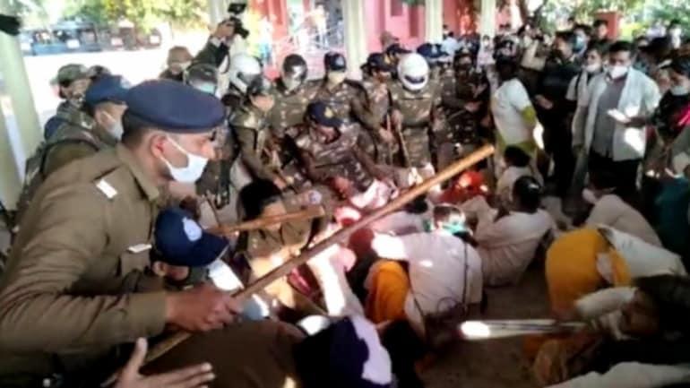 بھوپال میں کورونا واریئرز کا احتجاج،پولیس نے چلائی لاٹھیاں
