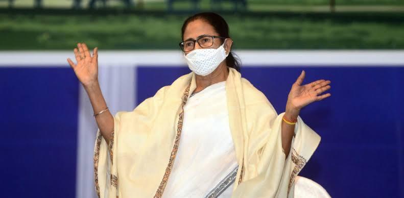 کل وزیر اعلی کے عہدے کا حلف لیں گی ممتا بنرجی ، راج بھون میں کی گورنرسے ملاقات