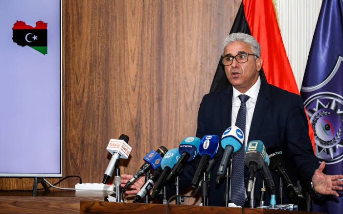 لیبیا کے نئے عبوری صدر عہدہ سنبھالنے کے لیے ملک پہنچ گئے