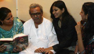ایک بافیض والد اور دوست (پروفیسر باراں فاروقی اپنے والد شمس الرحمن فاروقی کے آخری دنوں کو یاد کرتی ہیں)