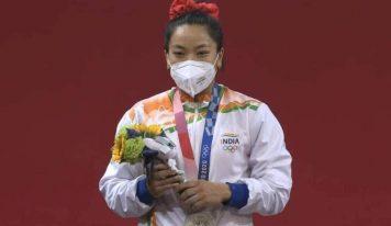 ٹوکیو اولمپکس میں میرابائی چانو نے جیتا چاندی کا تمغہ ، پی ایم مودی سمیت تمام رہنماؤں نے مبارکباد دی