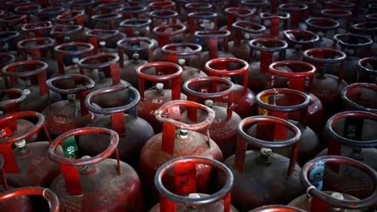 مہنگائی کی مارمسلسل جاری،رواں برس گیس کی قیمت190روپیے فی سلنڈربڑھی