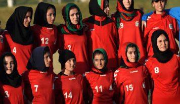 افغانستان سے خواتین فٹ بال کھلاڑیوں کو قطر لایا گیا